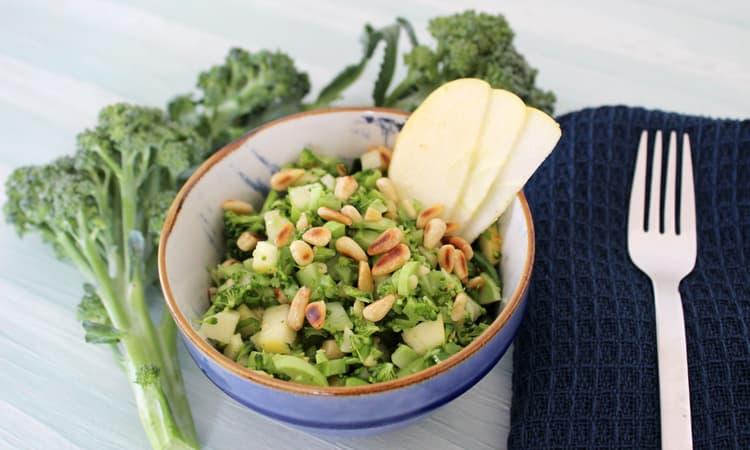 Brokkoli-Apfel-Salat für Schwangere und Stillende